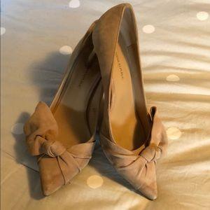 BANANA REPUBLIC Nude Suede Bow Heels Size 8.5